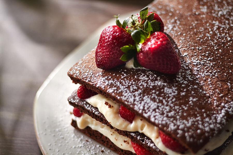 Naked Cake Doce de Leite Morangos
